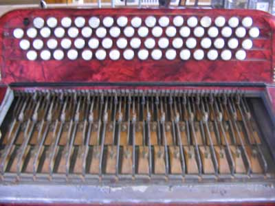 Melody mechanics of an accordion